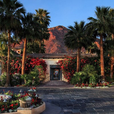 Royal Palms Hosts Outdoor Entertainment